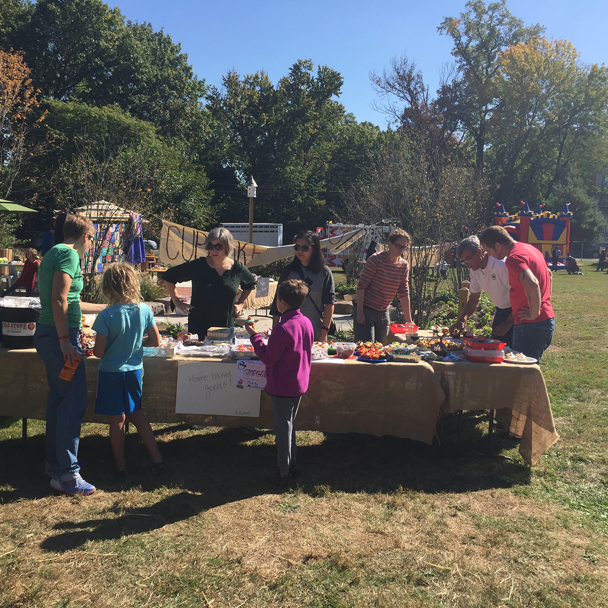 harvest-fest-2016-poe-cupcake-table-2-cropped